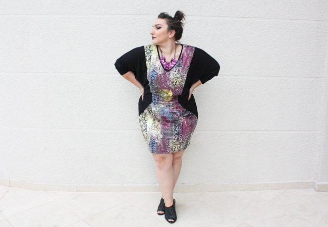 vestido-plus-size-lateral-ju-romano-pose