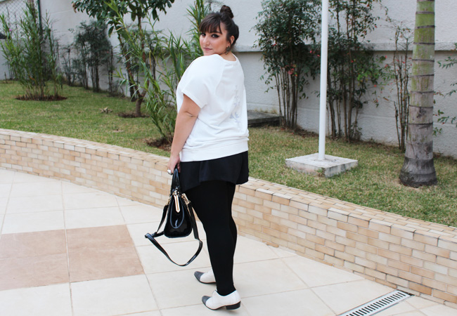 shorts plus size e camiseta moletom costas