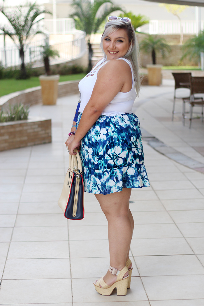 regata plus size e saia sino lateral