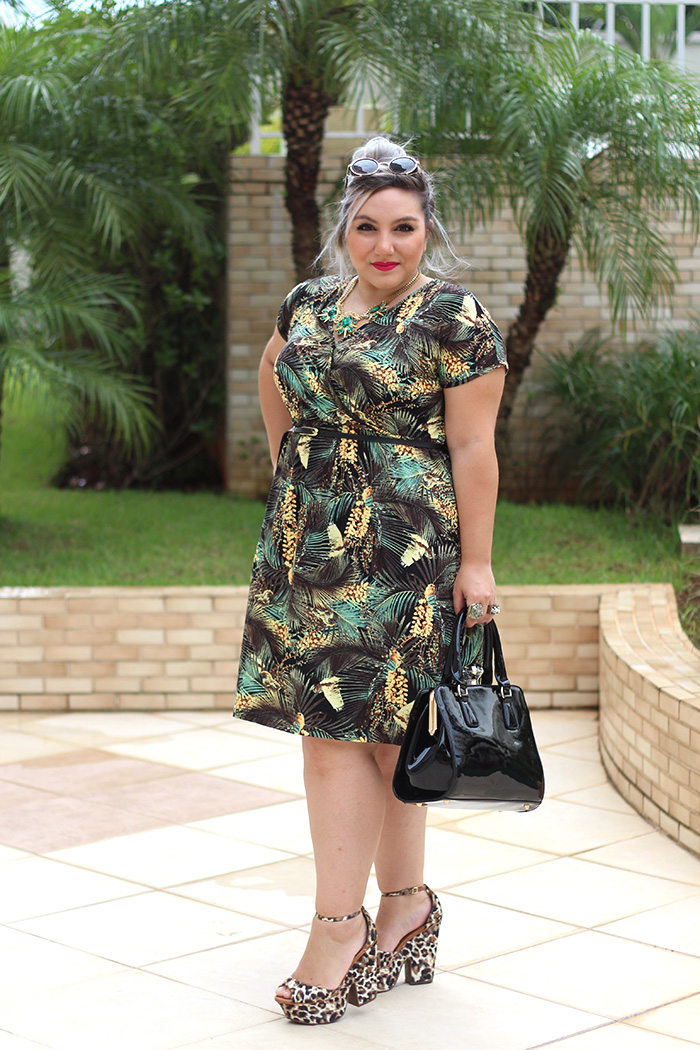 vestido plus size com estampa tropical ju romano 2