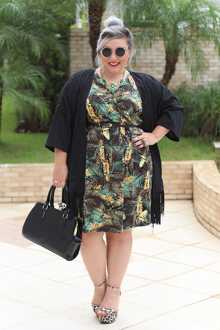 vestido plus size com estampa tropical ju romano 3