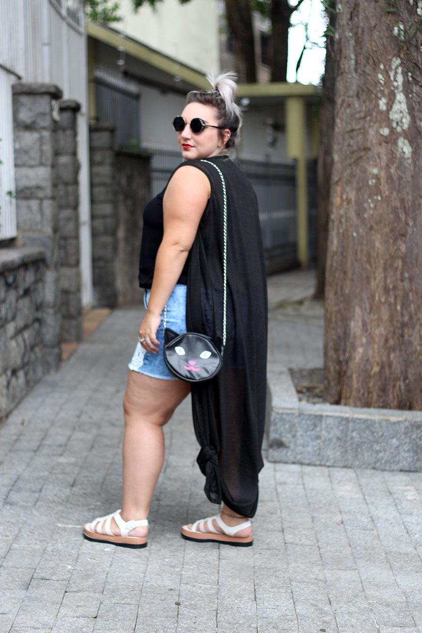 short-jeans-plus-size-destroyed-e-colete-longo-2