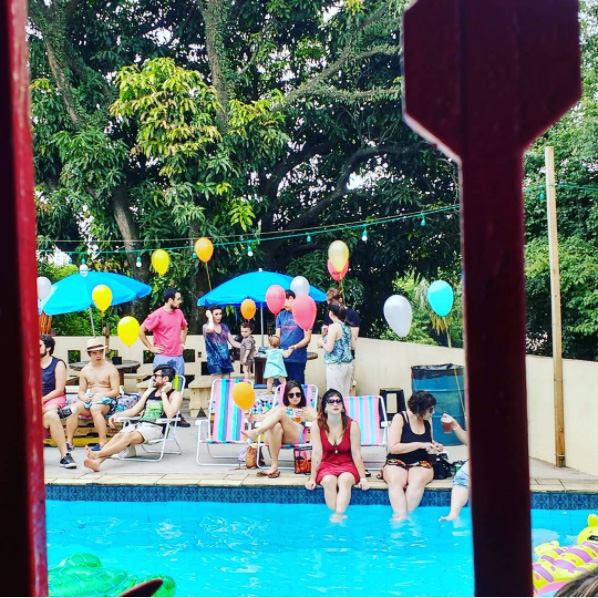pop plus pool party primeira